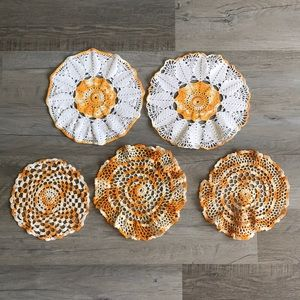 Lot of orange and white vintage doilies